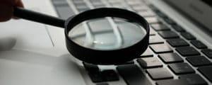 loupe-sur-ordinateur-referencement-search
